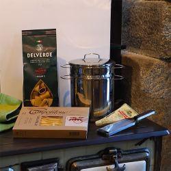 Kit Pasta II: Olla, Rallador Microplane, Pasta al Huevo/Trigo y Queso Pecorino