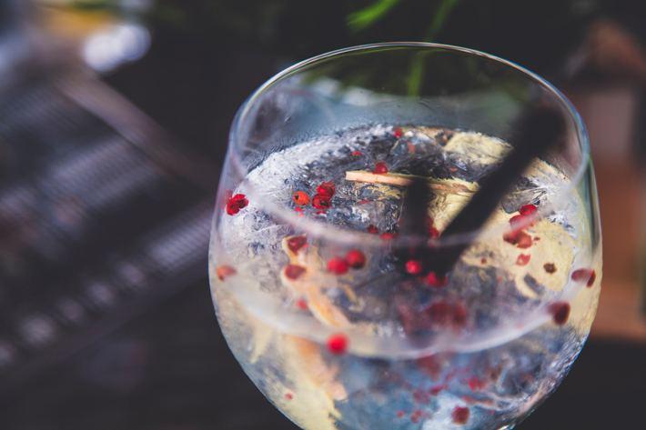 Gin tonic en copa de balón
